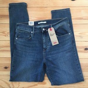 🌵Levi's 721 High Rise Skinny Medium Wash Jeans